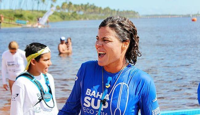 Baiana Babi Brazil sorri após grande triunfo na Race - Foto: Luciano Meneghello l SupClub