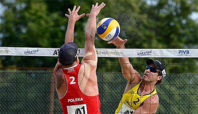 Alison e Bruno Schmidt (foto), atuais campeões do Super Praia, venceram duelo pela repescagem - Foto: Divulgação l FIVB
