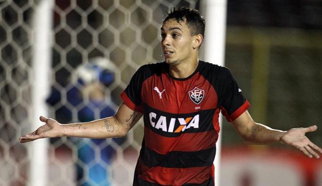 Caio celebra o gol da virada do Rubro-Negro - Foto: Lúcio Távora | Ag. A TARDE