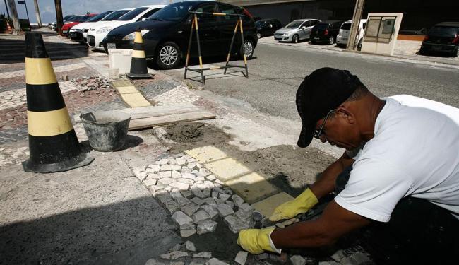 Custo com reforma de calçada gira entre R$ 30 e R$ 100 por metro linear - Foto: Luciano da Matta | Ag. A TARDE