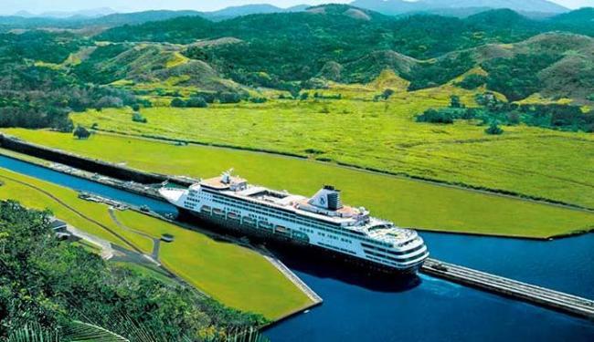 Navios passam por áreas estreitas para atravessar o canal - Foto: Divulgação