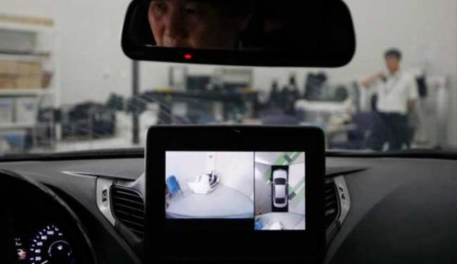 Na Coreia, carros tops de linha tem oito câmeras para auxiliar a estacionar - Foto: Agência Reuters