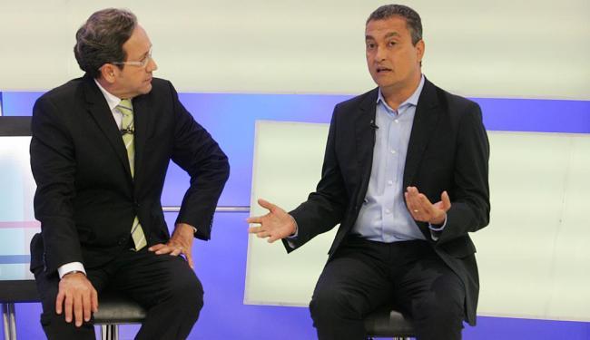 Rui Costa (D) disse que confia nos debates para crescer na preferência do eleitorado - Foto: Luciano da Matta | Ag. A TARDE