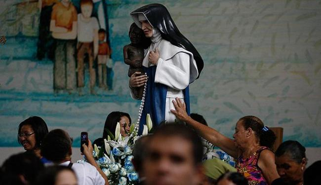 Batizada Maria Rita Lopes Pontes, freira tem sua imagem reverenciada no santuário - Foto: Raul Spinassé l Ag. A TARDE