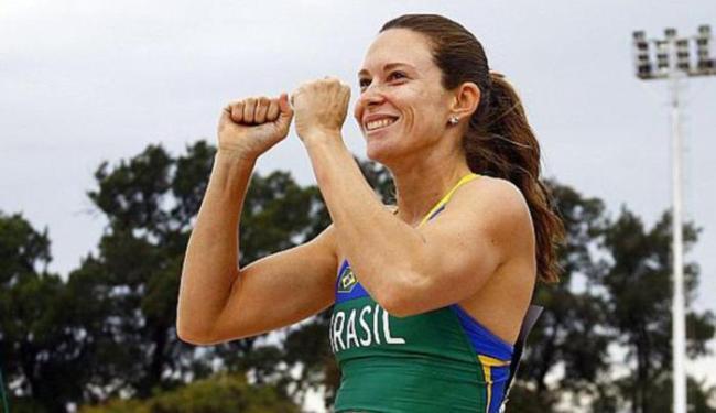 Brasileira comemora após garantir o bicampeonato da prova do salto com vara - Foto: Wagner Carmo l CBAt