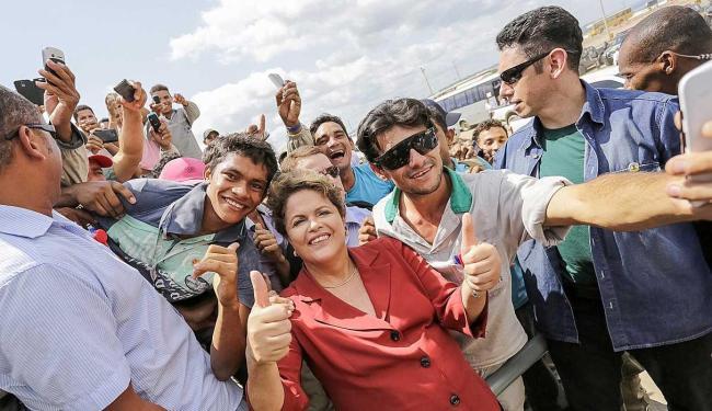Presidente posou com operários da obra da Usina de Belo Monte - Foto: Ichiro Guerra | Divulgação