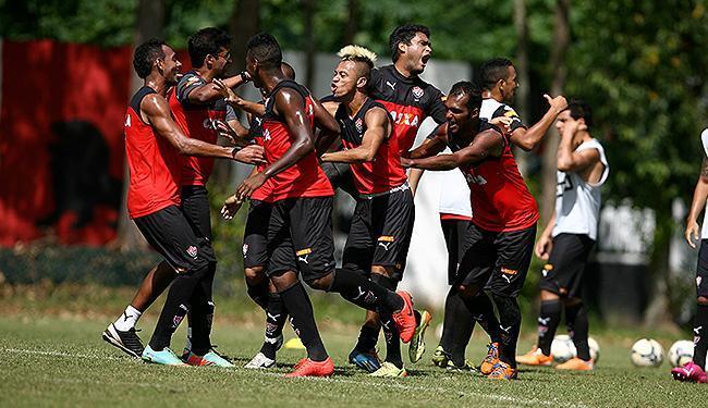 Atletas se divertem durante treinamento na Toca - Foto: Joá Souza   Ag. A TARDE