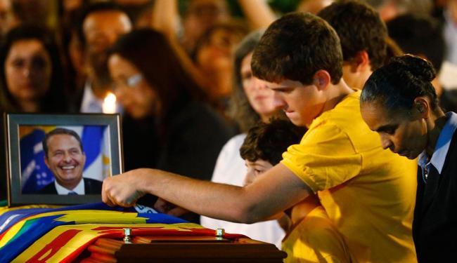 Marina Silva participa de velório ao lado da família de Eduardo Campos - Foto: Agência Reuters