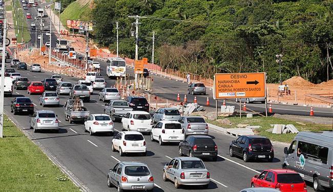 O engavetamento ocorreu na Av. Paralela, próximo a 3ª avenida do CAB - Foto: Edilson Lima | Ag. A TARDE