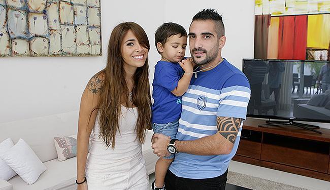Escudero encontrou conforto no filho Bastian e na esposa, Florencia, para recuperar-se de lesão - Foto: | Ag. A TARDE
