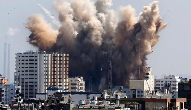Foguetes foram disparados de Gaza e embarcações israelenses retaliaram com pelo menos dez ataques - Foto: AP Photo