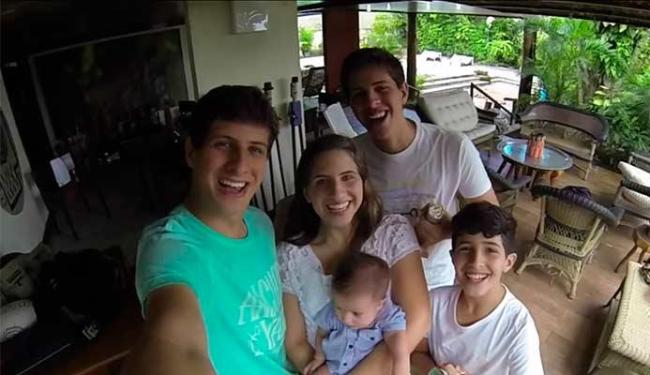 Filhos se reuniram para parabenizar o Campos pelo aniversário e Dia dos Pais - Foto: Reprodução   Youtube