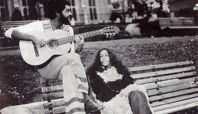 Gilberto Gil e Gal Costa em Londres, 1971 - Foto: Reprodução | Facebook