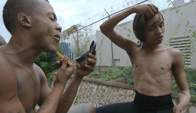 Os Gully Queens vivem nas ruas de Kingston - Foto: Reprodução