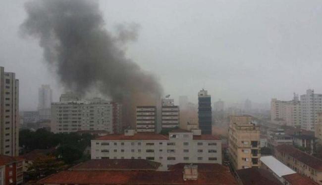 Fumaça pôde ser vista por outros moradores que estavam distantes do local do acidente - Foto: Reprodução Twitter @nandouro | Fernando Silva