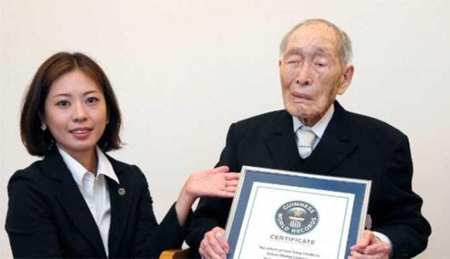 Sakari Momoi nasceu há 111 anos e está no Guiness como o homem mais velho do mundo - Foto: AP Photo