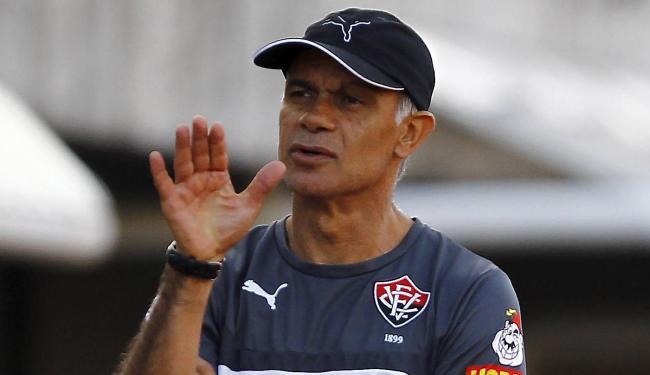 Em 10 jogos no comando do Vitória, Jorginho teve dois triunfos, quatro empates e quatro derrotas - Foto: Eduardo Martins | Ag. A TARDE