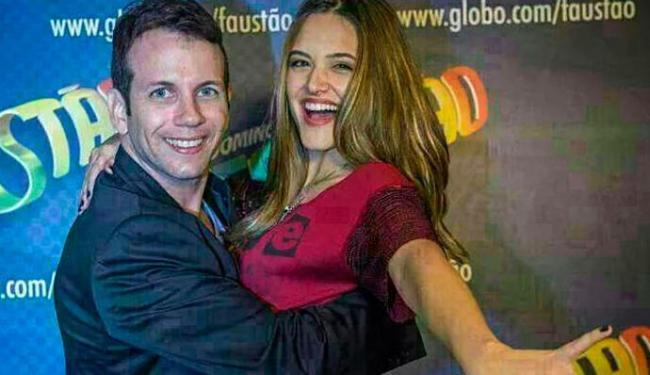 O professor de dança Saulo Rangel começa a ensaiar a coreografia com a atriz Juliana Paiva - Foto: Divulgação | TV Globo