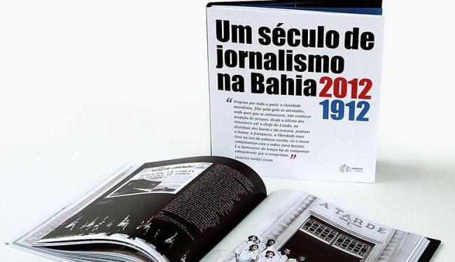 Capa e página interna do livro lançado em dezembro de 2012 - Foto: Divulgação