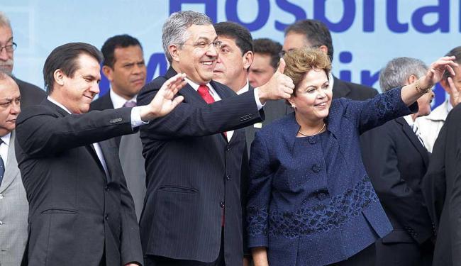 Luiz Marinho (E), Alexandre Padilha e a presidente Dilma durante evento em São Paulo - Foto: Clayton de Souza | Estadão Conteúdo