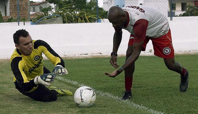 Márcio Greyck (E), goleiro titular do Jacuipense - Foto: Luiz Tito   Ag. A TARDE