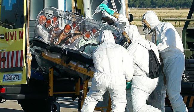 Na última quinta-feira, 7, padre chegou em Madri para tratamento experimental - Foto: Agência Reuters