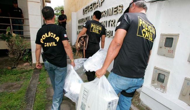 Computadores e outros materiais foram apreendidos quando deflagrada a Operação Tesouro - Foto: Lúcio Távora | Ag. A TARDE | 2.10.2007