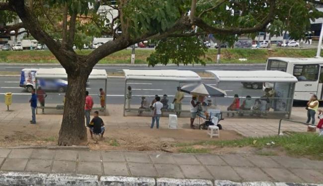 Ponto de ônibus deve voltar a funcionar com o fim das obras na região - Foto: Reprodução   Google Maps