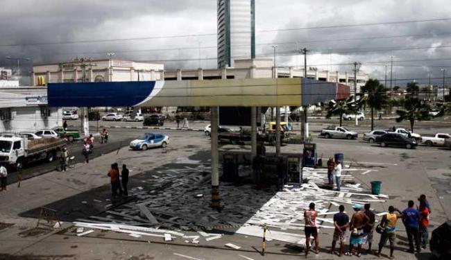 Os explosivos foram colocados em uma pilastra de sustentação - Foto: Luiz Tito | Ag. A TARDE