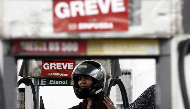 Greve segue nesta terça-feira após falta de acordo entre trabalhadores e donos de postos - Foto: Luiz Tito | Ag. A TARDE