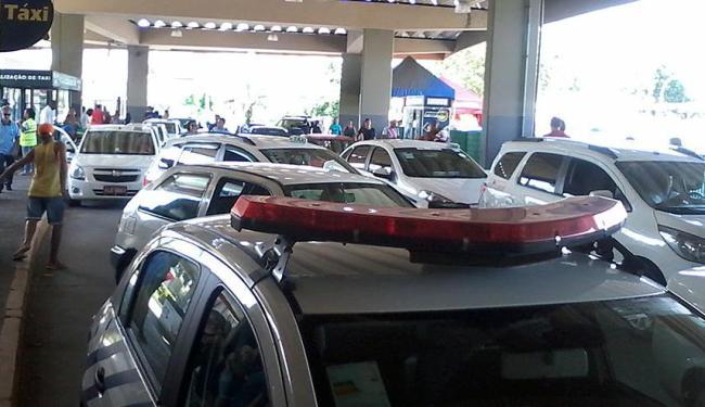 Taxistas interditaram entrada da rodoviária durante protesto - Foto: Edilson Lima   Ag. A TARDE