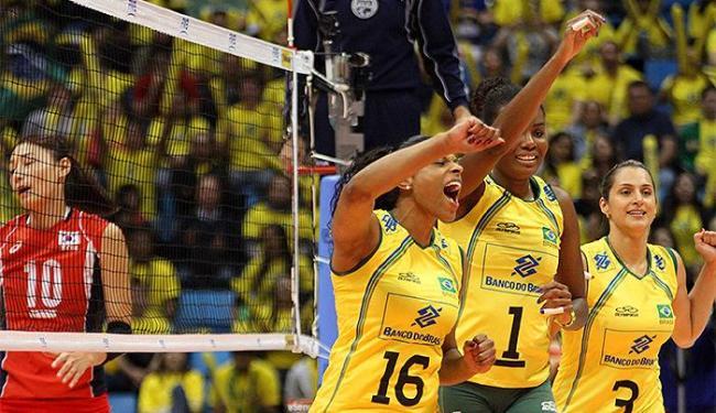 Jogadoras da Seleção Brasileira comemoram ponto contra a equipe sul-coreana - Foto: Divulgação l FIVB