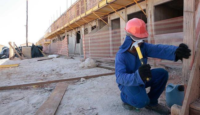A função de carpinteiro está entre as vagas destinadas a pessoas com deficiência - Foto: Mila Cordeiro  Ag. A TARDE
