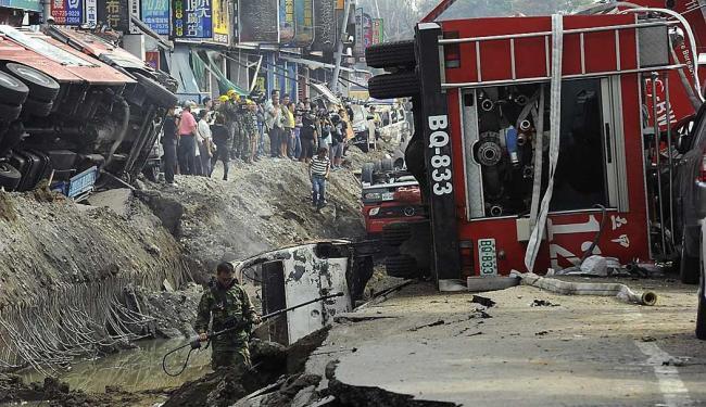 Equipes de resgate vasculham os escombros em Kaohsiung - Foto: Michael Wang | Reuters