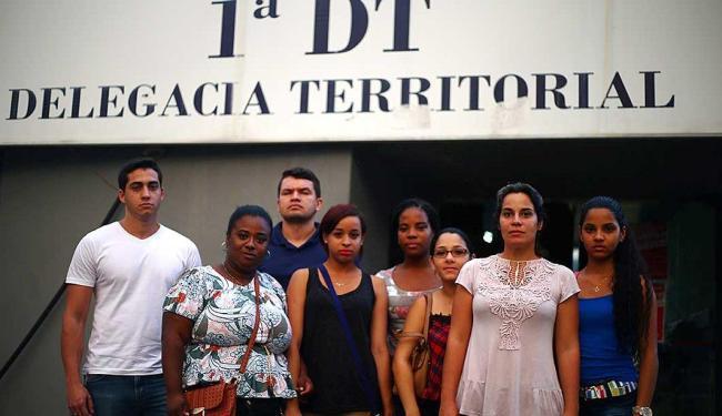 Os candidatos do concurso fizeram queixa na delegacia dos Barris contra a organização da prova - Foto: Raul Spinassé | Ag. A TARDE