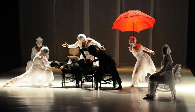 Bailarinos do BTCA em performance de