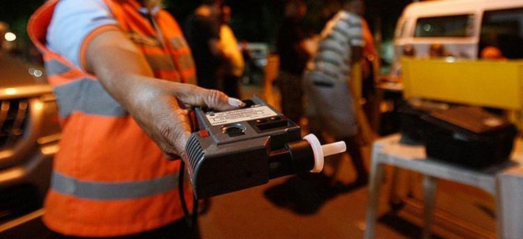 Transalvador diz que 1.911 motoristas foram flagrados em blitzes - Foto: Raul Spinassé | Ag. A TARDE