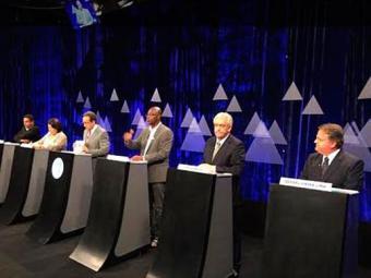 Candidatos participam de debate na TV Aratu - Foto: Luciano da Matta | Ag. A TARDE