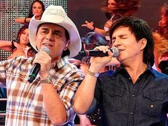 Chitãozinho e Xororó assinaram contrato com a emissora nesta segunda-feira, 1º - Foto: TV Globo | Divulgação