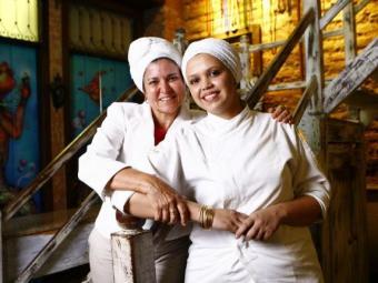 A chef Tereza Paim e sua subchef Giselle Santos - Foto: Fernando Vivas  Ag. A TARDE