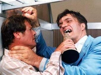 Richard Kiel trabalhou como Dentes de Aço em dois filmes de
