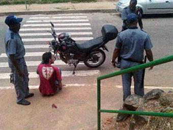 Segundo polícia, jovem estava pichando muro quando foi baleado - Foto: Thaís Lopes | Reprodução Facebook