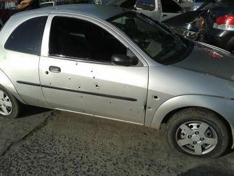 Carro roubado pelos acusados ficou com marcas de tiros - Foto: Aldo Matos   Acorda Cidade