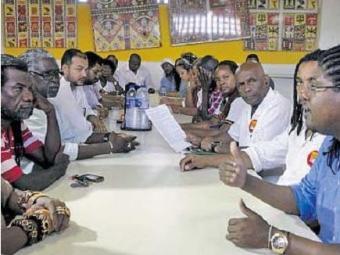 Lideranças do movimento negro divulgam carta de apoio a Dilma - Foto: Adilton Venegeroles| Ag. A TARDE