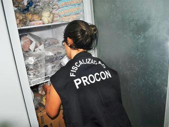 Produtos sem informação e com data de validade expirada foram algumas das irregularidades - Foto: Divulgação | Procon-BA