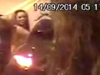 Mulher em vídeo de sexo no meio da rua foi apontada como sendo Viviane Araújo - Foto: Reprodução