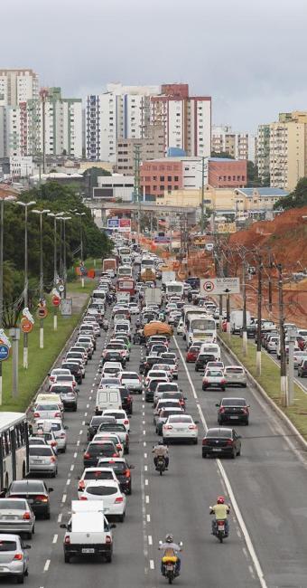 Congestionamentos são mais demorados nas vias secundárias do que nas principais, diz pesquisa - Foto: Adilton Venegerooles / Ag. A TARDE