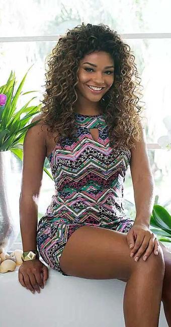 Juliana em foto para campanha de uma marca de moda feminina - Foto: Vicente de Paulo | Mercatto | Divulgação