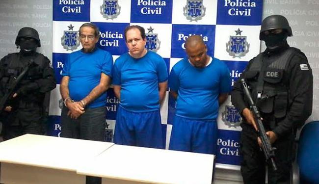Paulinho Mega (centro) ao lado do pai (à dir.) e o comparsa Arivan de Almeida Morais - Foto: Edilson Lima| Ag. A TARDE