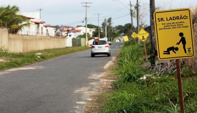 Assaltos são rotina no bairro de Stella Maris, em Salvador - Foto: Mila Cordeiro | Ag. A TARDE | 26.09.2014